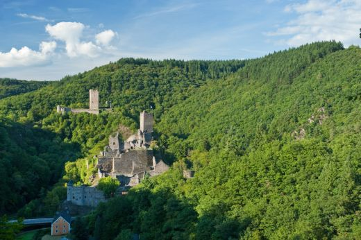 Blick auf die Manderscheider Burgen - Fotograf / Bildquelle Dominik Ketz Copyright: Rheinland-Pfalz Tourismus GmbH