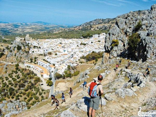 Blick auf die Stadt Zuheros Foto: Wikinger Reisen