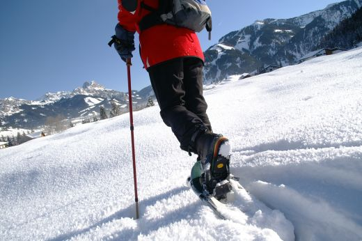 Im Tannheimer Tal werden regelmäßig geführte Schneeschuhwanderungen angeboten. Termine unter www.tannheimertal.com. Bildnachweis: Tourismusverband Tannheimer Tal