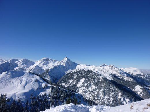 Der Winterwanderweg auf dem Neunerköpfle führt zum größten Gipfelbuch der Alpen  Bildnachweis: Tourismusverband Tannheimer Tal